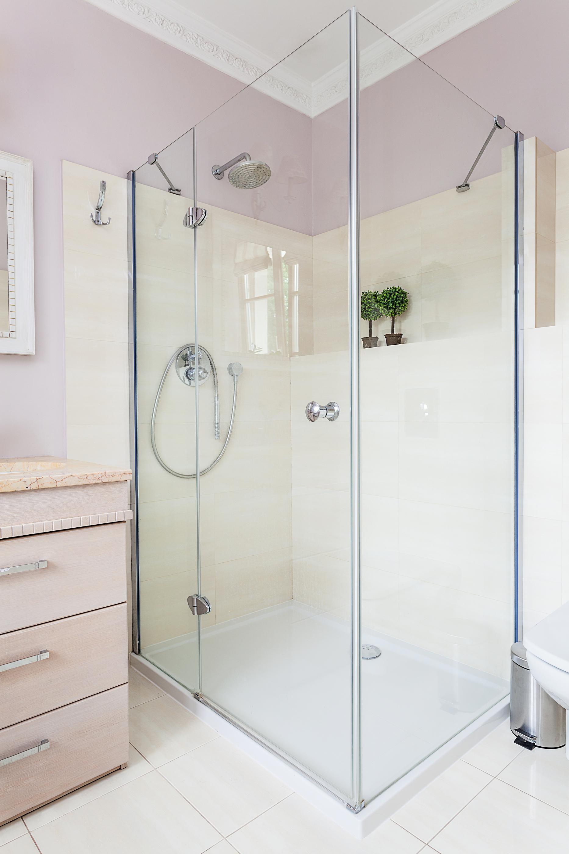Üveg-zuhanykabin